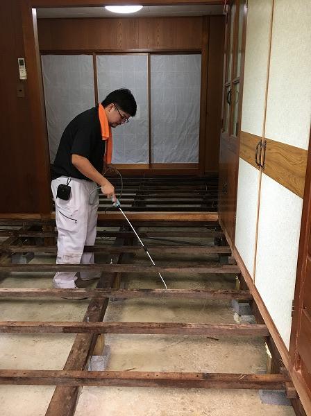 床下の漏水で発生したカビを除カビ・防カビ施工に行ってまいりました。